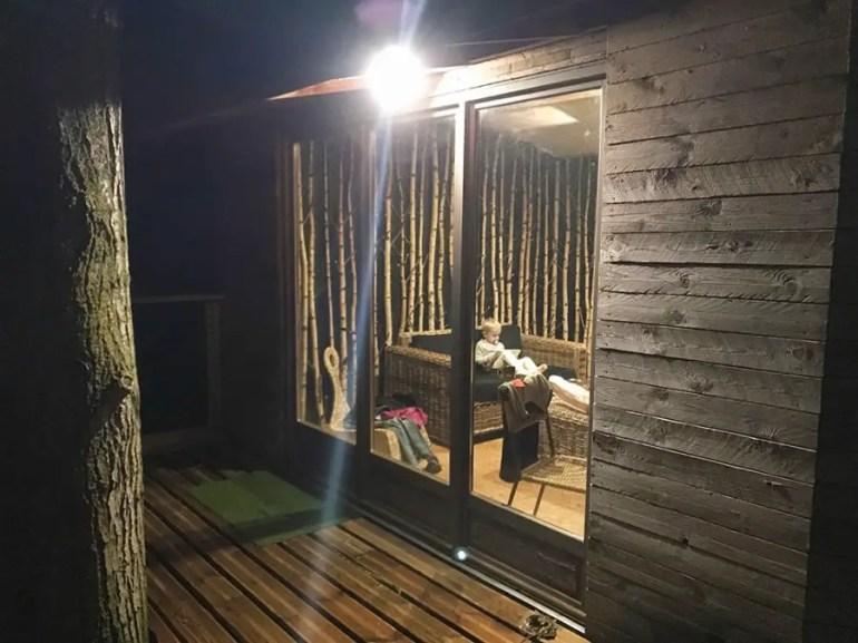 Hébergement insolite, dormir dans une cabane dans les arbres avec des enfants près de Lille.