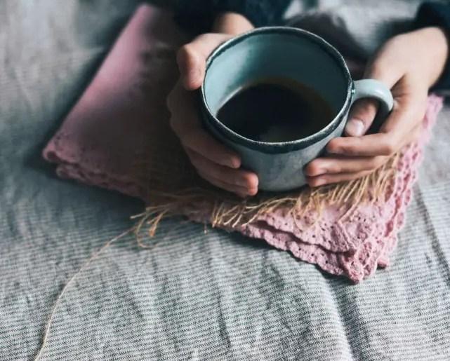 se détendre avec un thé pour s'initier au Slow-Life