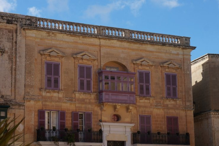 purple-shutters-mdina-malta