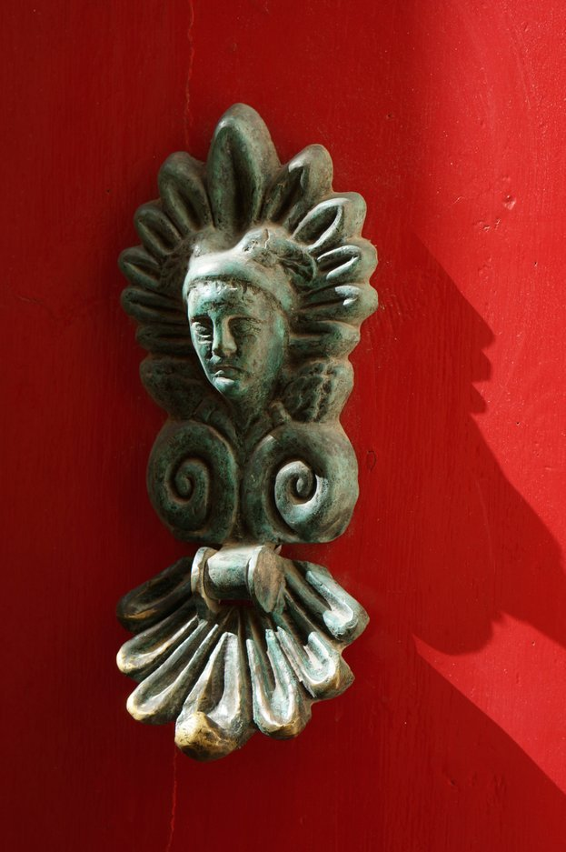 red-door-knocker-mdina-malta
