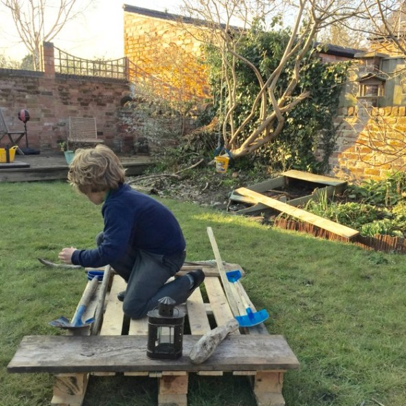 Things-to-play-with-in-the-garden-1-3