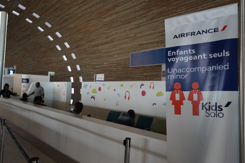 walking-through-the-air-france-kids-solo-unaccompanied-minors-service-at-paris-charles-de-gaulle-6
