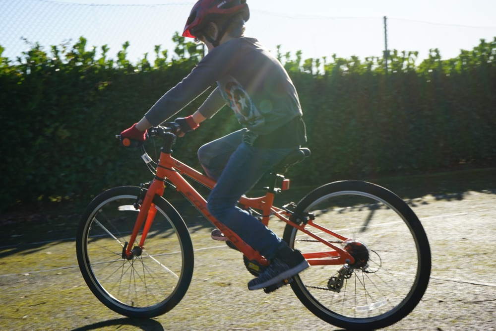 """kids bikes, the Halfords Carrera Abyss 24"""" reviewed"""