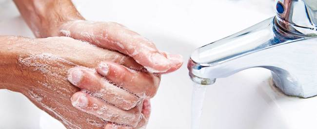 washing hands to stop the spread of viruses