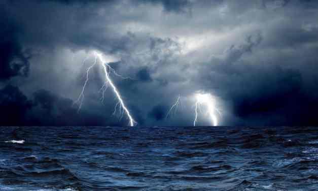 Quando un fulmine cade in mare, perché i pesci non muoiono?