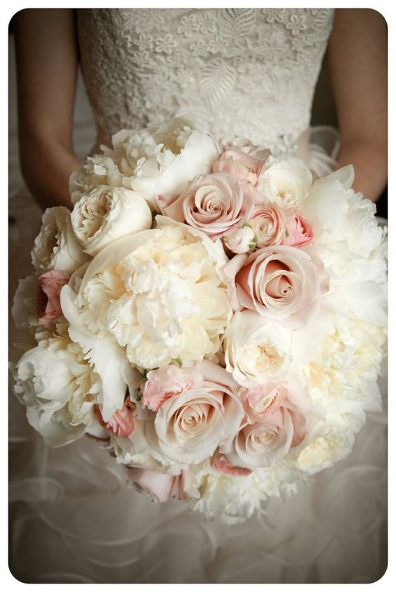 even when you have a blush wedding you need to have to white roses parfum