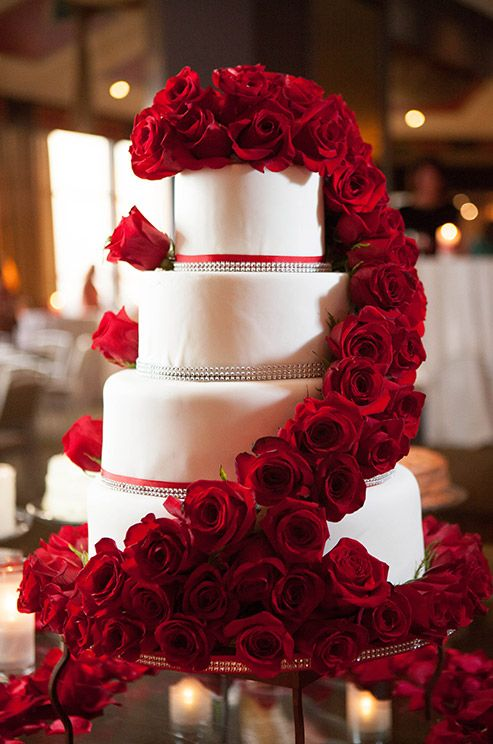 40 wedding cakes with roses you just can t resist A true classic diva cake  3