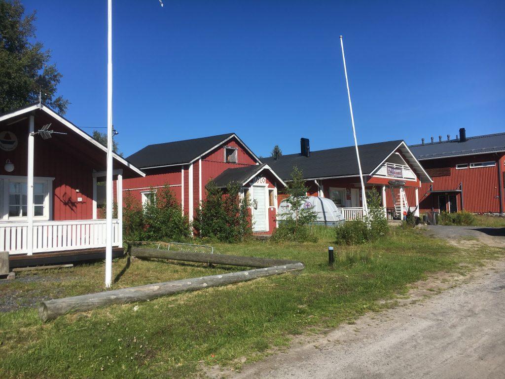Kiviniemen kalasatama - uuden puolen rakennuksia.