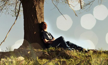 20141030154646-lost-in-thought-here-are-5-reasons-incorporate-daydreaming-into-your-daily-routine-boy-by-tree