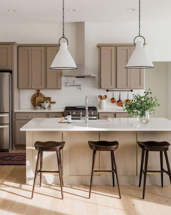 Per la cucina le pareti grigie e bianche o grigie perla sono perfette perchè i colori chiari trasmettono un senso di pulizia e di igiene. Bianco E Tortora Per La Tua Cucina La Coppia Piu Stilosa E Versatile Che Ci Sia