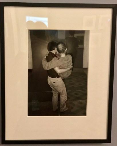 Masahisa Fukase portant son père © Isabelle Henricot