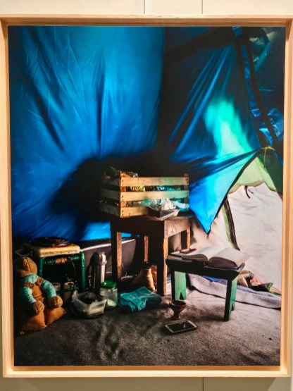 Bruno Fert, Tente de Jamaloddin, Iranien réfugié au Kurdistan irakien, Hot-spot de Samos, Grèce, Février 2017 © Isabelle Henricot