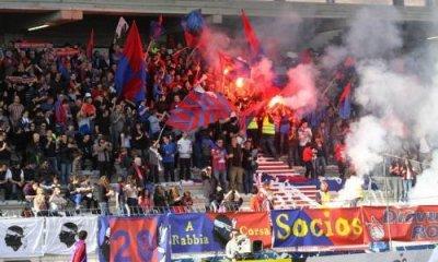 Ligue 1 - Les joueurs du Gazélec soutenus par leur public avant le départ pour Paris.