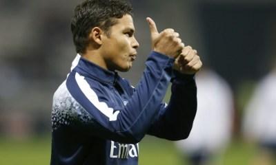Thiago Silva achète le ballon de la victoire contre Chelsea pour 4 000 euros lors de la récolte de fonds
