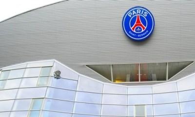 C'est la fin de l'arrivée des joueurs du PSG sur tapis rouge, à la demande de la Préfecture