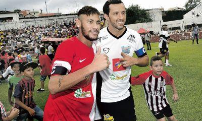 Nenê explique avoir parlé du PSG avec Neymar avant qu'il signe et est heureux de le voir à Paris
