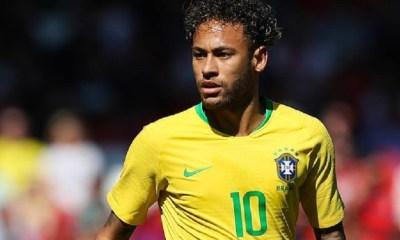 """Neymar """"En 10 ou ailier ? Je suis heureux, je ne fuis pas mes responsabilités sur le terrain"""""""