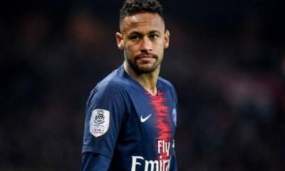 """PSG/Manchester United - Neymar s'énerve et s'attaque aux arbitres """"C'est une honte !"""""""