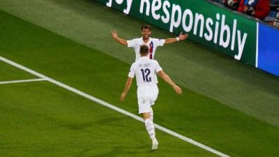 Thomas Meunier s'amuse avec un supporter dont il a détruit le pari avec son but contre le Real Madrid