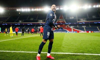 Neymar a passé des examens pour son épaule après PSG/Dortmund, indique L'Equipe