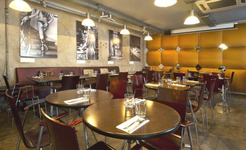 Paname Art Caf Un Restaurant Salle De Spectacle Oberkampf