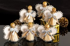 THE COMING OF ANGELS IN ADVENT AND CHRISTMAS