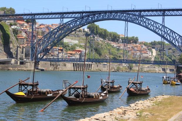 pont porto avec beateaux