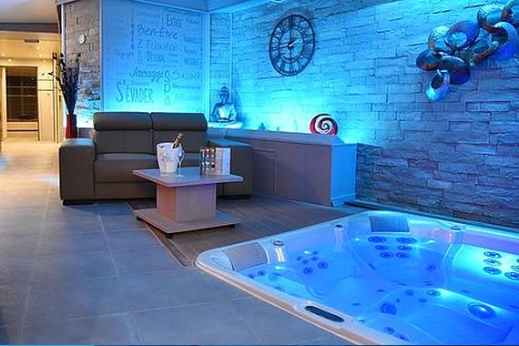 Chambre D Hotel Avec Spa Jacuzzi Privatif A Lille