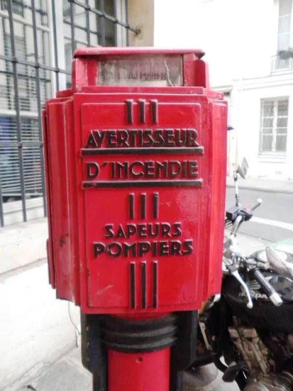 dernier-avertisseur-incendie-rue-sevigne-paris
