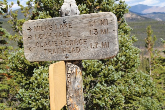 Trailhead Junction Sign - The Loch