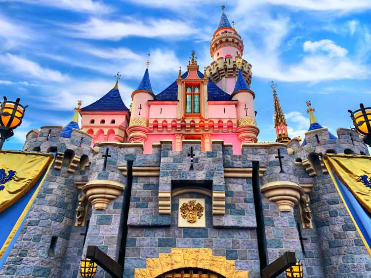 What's the least busiest day at Disneyland?