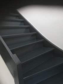 nieuw gelakte trap in antraciet grijs|parkstadklussen.nl