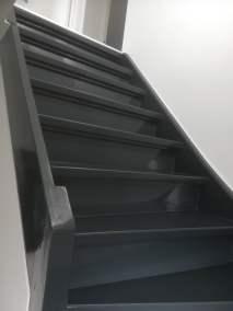 nieuw beschilderde trap in antraciet grijs|parkstadklussen.nl