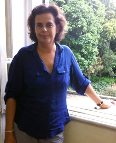 Cláudia é filha de ilustradora e neta de muralista, mas a maior influência, porém, veio da tia pintora de afrescos / Foto: Camille Dornelles