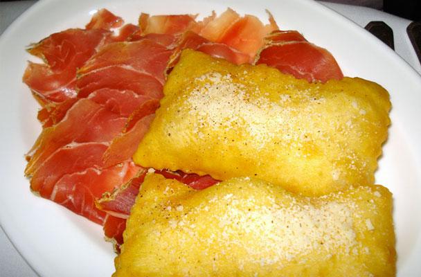 Gnocco fritto con salumi misti e formaggi parliamo di cucina - Gnocco in cucina ...