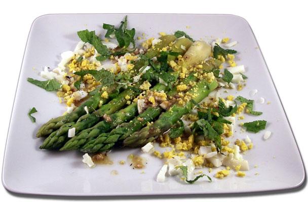 Asparagi-con-salsa-mimosa-ricetta-parliamo-di-cucina