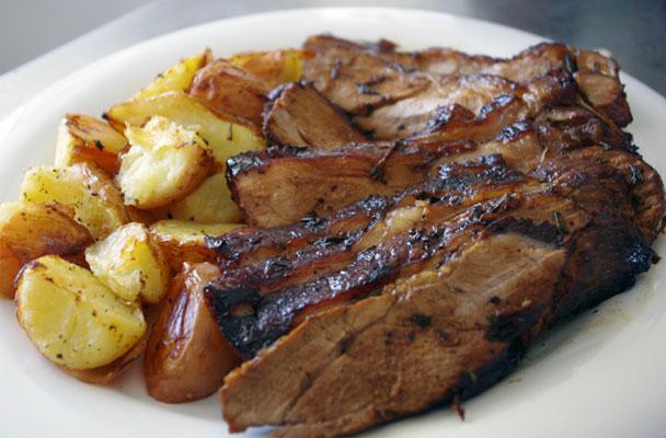 Cosciotto-d'agnello-al-forno-con-patate-ricetta-parliamo-di-cucina