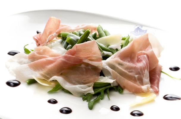 Prosciutto-di-San-Daniele-con-fagiolini-croccanti-ricetta-parliamo-di-cucina