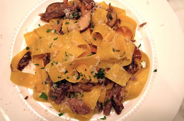 Pappardelle-con-sugo-di-anatra-e-funghi-ricetta-parliamo-di-cucina