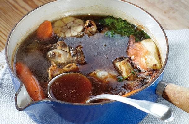 brodo-di-carne-tradizionale-ricetta-parliamo-di-cucina