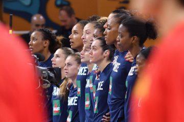 L'équipe de France féminine de basket lors des hymnes face à la Chine
