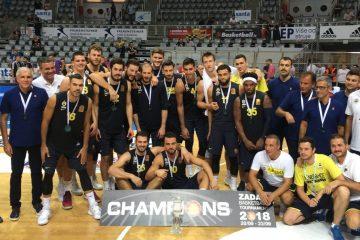 Photo d'équipe du Fenerbahce en finale du Tournoi de Zadar