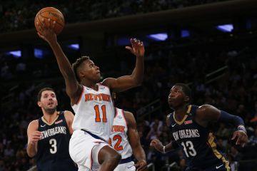 Frank Ntilikina fonce vers le cercle avec les Knicks