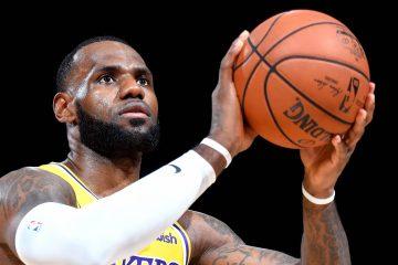 LeBron James au shoot, sous le maillot des Lakers.