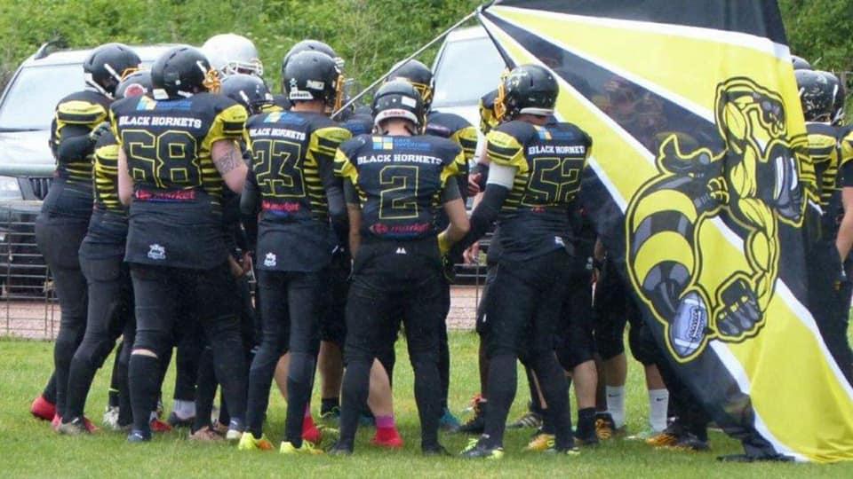 L'équipe de football américain des Black Hornets recrute