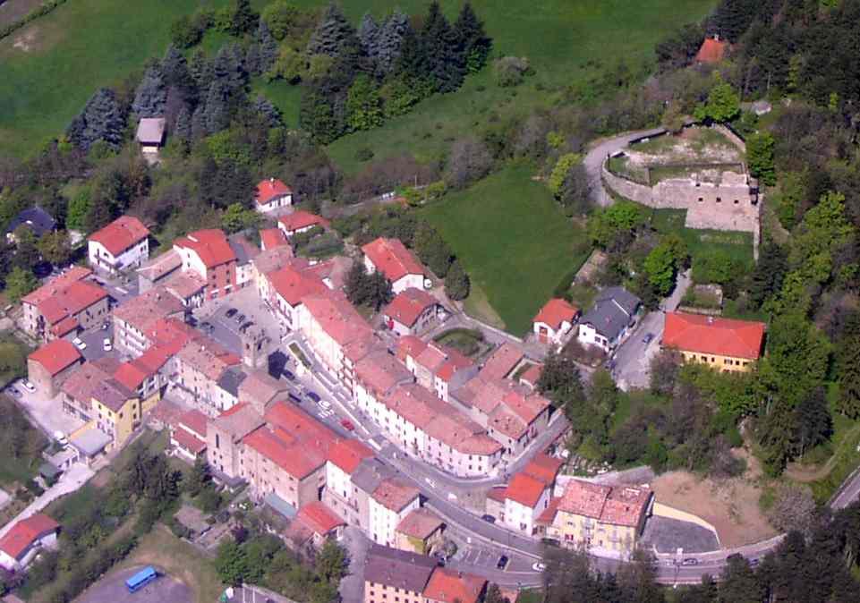 Tizzano, veduta aerea - dal sito www.parmaitaly.com