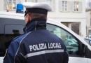 Aveva in camera una raccolta di cartelli stradale del comune di Parma. Condannato a pagare 5000 euro di multa. Operazione della Polizia Locale della Pedemontana