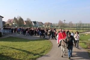 Dimanche des rameaux à Minversheim avec l'âne Toto de l'association Semeurs d'étoiles