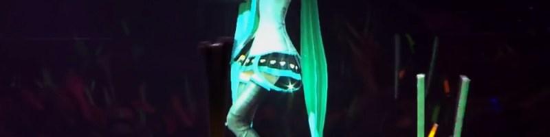 Geminoid F e Hatsune Miku: corpi e anime di androidi e vocaloid