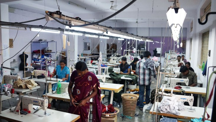 Technical fashion designer role in clothing manufacturing How to design clothes for manufacturing